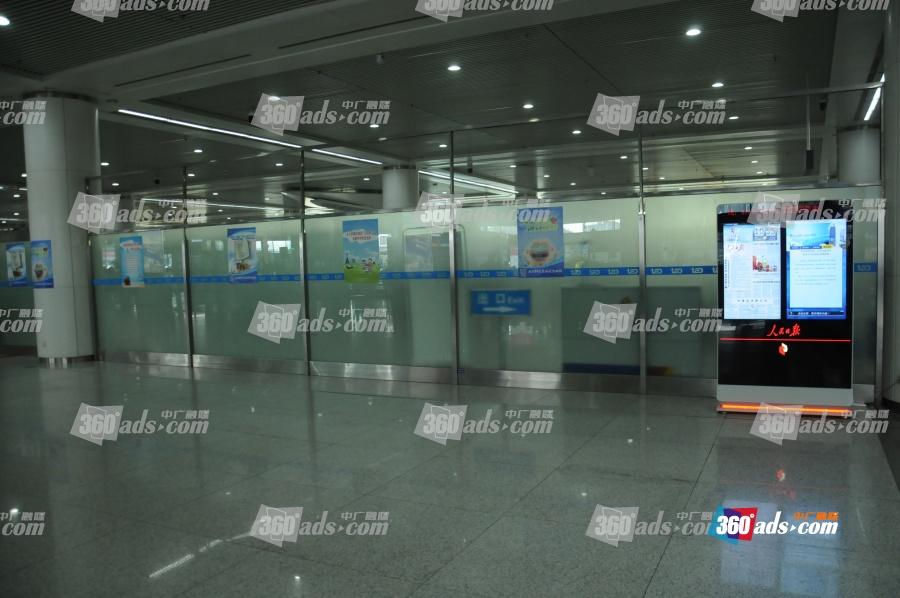 青岛流亭国际机场到达层国际出站口旁
