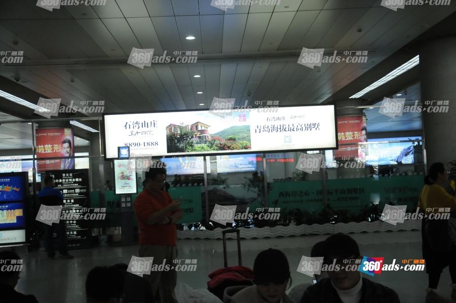 青岛流亭国际机场到达层出站口墙面